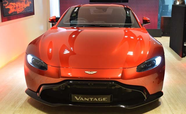 2019 Aston Martin Vantage Front View