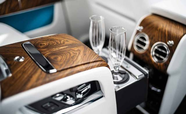 2018 Rolls Royce Cullinan Car Photos Steering